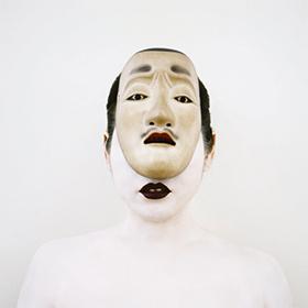 La Mariée à la moustache nô, Japon, XIXe siècle. Autoportrait, 2005